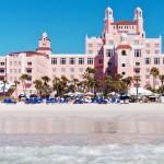 Localizado na maravilhosa praia de St. Pete, o luxuoso Don Cesar Hotel oferece serviço de traslado para o centro da cidade de São Petersburgo, além de muitos mimos para os hóspedes (Foto: Loews Don Cesar/Divulgação)