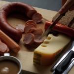 Os alemães curtem (muito!) pães, torradas, ovos cozidos, cereais e os tradicionais embutidos (salsichas e cia.) pelos quais eles levam a fama do país ao mundo (Foto: Divulgação)