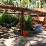 No Bora Bora, há muitas redes e espreguiçadeiras para os clientes relaxarem (ainda mais!) após as refeições (Foto: Bora Bora/Divulgação)
