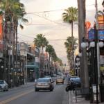 Cubanos, espanhóis, brasileiros, italianos... Todos se encontram na enfeitada e sempre colorida Ybor City, que atrai milhares de visitantes em busca de diversão e boa gastronomia