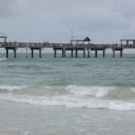 Do Pier 60, pode-se ver o lindo mar do Golfo do México, as faixas de areia, o movimento dos visitantes e pescadores, os belos hotéis da orla... Só não dá pra ver a hora passar. E nem precisa. (Foto: Eduardo Oliveira)