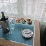 E depois de conhecer as dependências do hotel em St. Pete Beach, a surpresa no quarto: frutos do mar, sashimis e espumante. Nada mal. (Foto: Eduardo Oliveira)