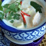 Koh Pee Pee é o nome de uma ilha paradisíaca da Tailândia e esse restaurante porto-alegrense é especializado na gastronomia do simpático país que usa e abusa com propriedade da fusão (na medida exata) dos sabores suave, adocicado e picante. A autêntica cozinha thai oferece entradas, saladas, sopas e pratos principais, à base de frutos do mar, peixes, frango, carne vermelha e legumes. Ah sim, e o atendimento é impecável. Não é a toa que a casa tem o selo de autenticidade do governo tailandês (Foto: Divulgação)