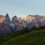 Ao longo dos séculos, ventos, gelo e terremotos colaboraram para a formação das enormes rochas que caracterizam a forma de chifres (Foto: NOI Índigo)
