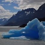 Uma agradável caminhada leva os visitantes a um encontro inesquecível com esculturais blocos de gelo presentes na praia do Lago Grey (Foto: NOI Índigo)
