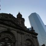 O centro também concentra arranha-céus espelhados que contrastam com as edificações históricas (Foto: Eduardo Oliveira)