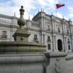 Na Plaza de La Constitución, o imponente Palacio de La Moneda (Foto: Eduardo Oliveira)