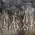 """O monumento foi identificada pelos arqueólogos como """"itaquatiara"""", o que em tupi-guarani significa """"pedra pintada"""", embora as inscrições estejam esculpidas em baixo relevo - provavelmente pelo uso de instrumentos de pedra, além de não terem sido pintadas (Foto: Divulgação)"""