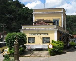 02. A antiga Estação da Rede Mineira de Viação foi inaugurada por Dom Pedro II em 1.883; hoje, abriga o Museu de Conservatória (Foto: Divulgação)
