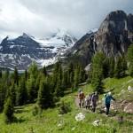 O parque conta com 1.600 quilômetros de trilhas; o difícil é escolher entre caminhar, pedalar, cavalgar, escalar, fotografar, pescar... (Foto: Banff/Divulgação)