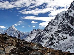 A jornada para se chegar a Gokyo começa e termina em Katmandu, capital do Nepal; a Cordilheira do Himalaia, que é onde fica o vilarejo, é a mais alta cadeia montanhosa do mundo (Foto: Akuna Matata)