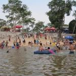Balneário do Célio: anualmente, a cidade realiza o Festival de Praia, onde os turistas aproveitam para descansar na águas dos Rio Pacaás Novos (Foto: Divulgação)
