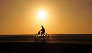 Como veículos motorizados não são permitidos na ilha, o jeito é cavalgar ou pedalar pela areia. E tem coisa melhor? (Foto: licença Wikimedia Commons)