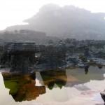 Devido às constantes chuvas, a região possui muitas pequenas lagoas e rios, o que deixa o cenário natural ainda mais sedutor; impenetráveis florestas e campos abertos completam a paisagem do local (Foto: licença Wikimedia Commons)