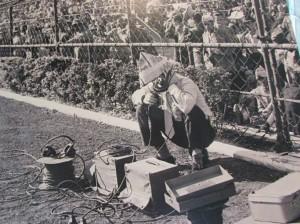 É, no mínimo, curioso ver como eram feitas as antigas transmissões radiofônicas; no detalhe, foto da década de 1.940, do acervo do fotógrafo francês radicado no Brasil, Jean Manzon (Foto: Eduardo Oliveira)