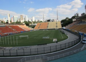 O museu fica embaixo das arquibancadas do Pacaembu; em determinada hora do passeio, é possível ver o estádio, fotografá-lo e se recordar de grandes momentos da história futebolística no Estádio Municipal Paulo Machado de Carvalho, que foi inaugurado na década de 1.940 (Foto: Eduardo Oliveira)