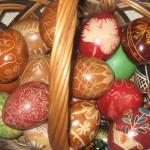 As pêssankas - graciosos ovos pintados à mão - também são fruto da colonização ucraniana na cidade e fazem parte do artesanato local (Foto: licença Wikimedia Commons)
