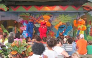 Show com os personagens do Vila Sésamo: uma das atrações da região Safari of Fun / Sesame Street (Foto: Eduardo Oliveira)