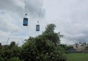 Esse teleférico pode ser de bastante utilidade para atravessar de uma região para outra do parque (Foto: Eduardo Oliveira)