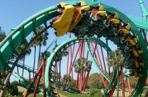 Loopings e inversões e mais loopings e inversões e... A Montu alcança 96 quilômetros por hora, repleta de altos e baixos, literalmente (Foto: Divulgação/Busch Gardens)