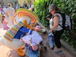 Arriba! No México, até o Pato Donald usa sombrero; nesse pavilhão, tem um brinquedo bem interessante chamado Gran Fiesta Tour Starring The Three Caballeros (Foto: Eduardo Oliveira)