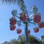 Também não faltam brinquedos para as crianças se divertirem. Alguns deles são: Jazzy Jellies (na foto), Shamu Express, Paddle Boats, Sea Carrousel e Sky Tower (uma torre muito alta onde você sobe para ver o parque inteiro lá de cima, dá pra ver até o vizinho Discovery Cove) (Foto: Eduardo Oliveira)
