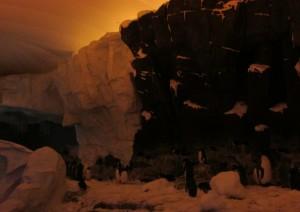 No final da atração, faz um frio fortíssimo, gelado demais, afinal, é o tão esperado encontro com uma colônia com mais de 200 pinguins; só fica difícil registrar uma boa imagem ali por causa do ambiente escuro, mas de qualquer forma vale o passeio (Foto: Eduardo Oliveira)