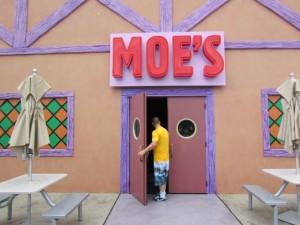 Provavelmente você vai ver muita gente tomando cerveja nessa cidade dos Simpsons. Porque será, hein? ;) (Foto: Eduardo Oliveira)