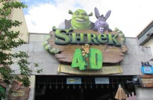 No detalhe, a fachada do divertido Shrek 4D (Foto: Eduardo Oliveira)